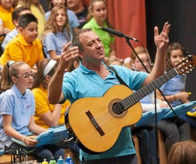 El coro del colegio Jacarandá actuó ayer en un certamen en el que resultó ganador. / J.M.Paisano (Atese)