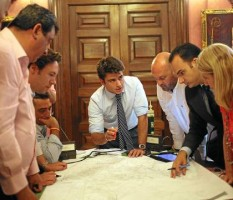 El coordinador de los distritos, Beltrán Pérez, reunido con los delegados el pasado año.