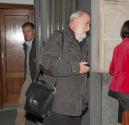 Torrijos sale de los juzgados tras declarar ante el juez de Instrucción número 16 como imputado. / J. M. PAISANO (ATESE)