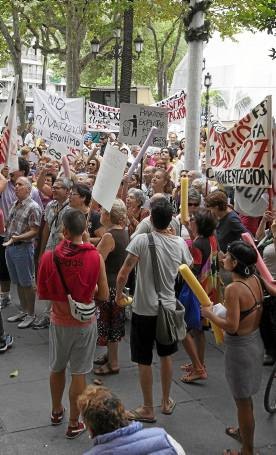 Las plantillas de las piscinas se han opuesto a las privatizaciones./ J. M. Espino (Atese)
