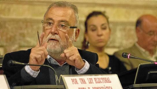 Antonio Rodrigo Torrijos, ayer durante la celebración del que fue su último pleno del Ayuntamiento de Sevilla. / MANU R. R. (ATESE)