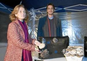 La delegada Dolores de Pablo-Blanco visitó ayer las instalaciones donde se culivan las setas. Foto:Manu R. R. (Atese)