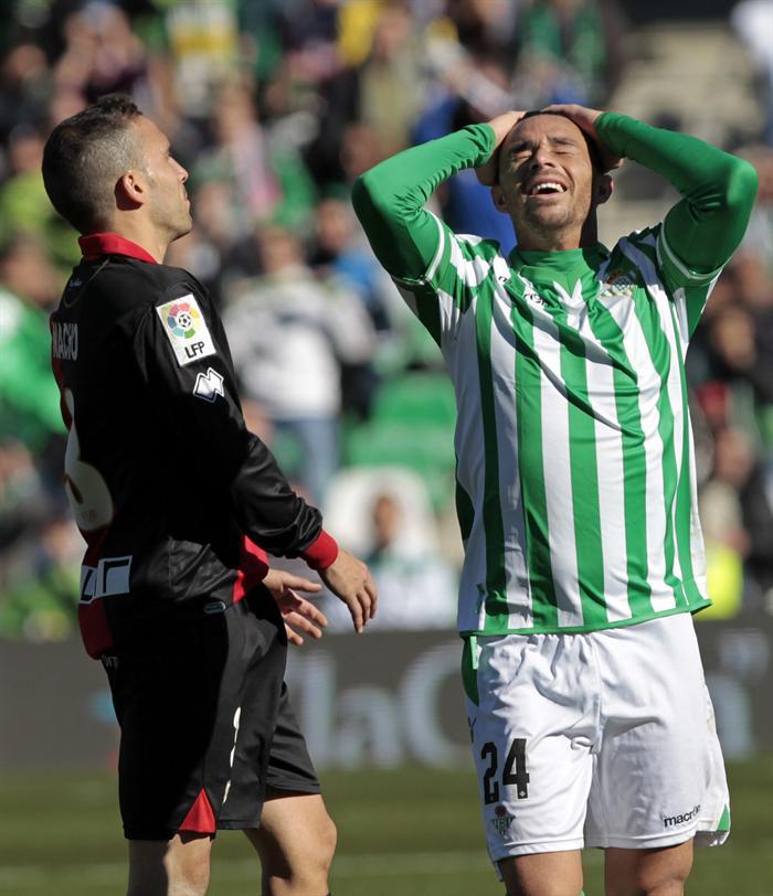 Rubén Castro lamenta una de las ocasiones que falló.