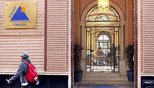 Entrada a las oficinas de la empresa inmobiliaria sevillana Contsa, en una imagen de archivo. / EFE