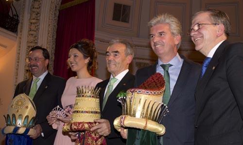 Alberto López Ramos, Luis Cáceres y Miguel Guillén, en el momento de su coronación. / Manu R.R. (Atese)