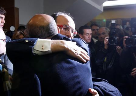 Castro abrazo a Del Nido en el acto de su despedida. (Marcamedia).
