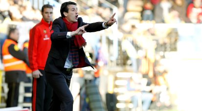 Emery, durante el partido ante el Villarreal. (Marcamedia).
