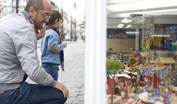Feria de Belenes en la Avenida de la Constitución. / J. M. Paisano.