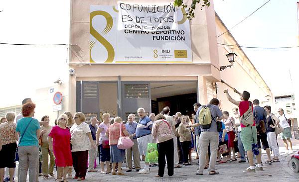 Protestas de vecinos contra la privatización. / Manuel R. R.