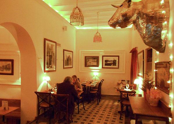 Un acogedor ambiente, propuestas culinarias atractivas y un buen servicio definen el local.