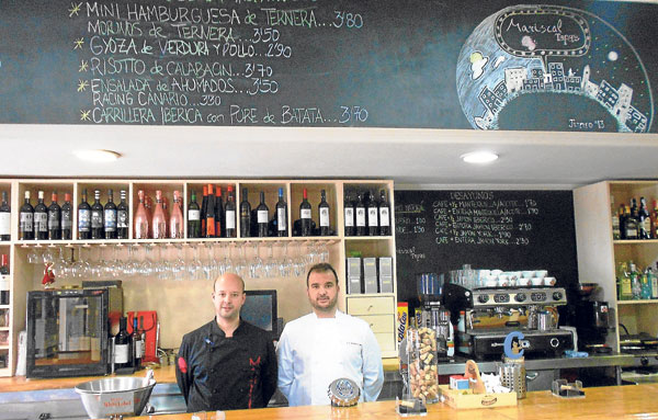 Juan Antonio y Carlos dirigen Mariscal, una propuesta muy interesante entre los bares de tapas de la ciudad.