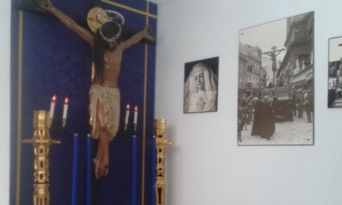 El Cristo de San Agustin en la casa hermandad de San Roque.