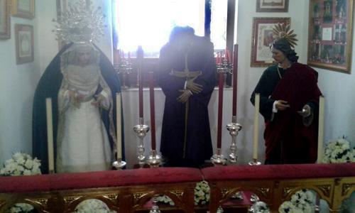 Los titulares de San Roque en su casa hermandad tras la clausura de su templo.