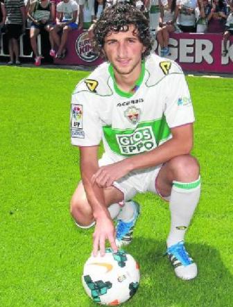 Stevanovic durante su presentación como jugador del Elche. (Marcamedia).
