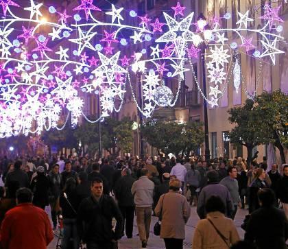 uristas y sevillanos llenan estos días las calles del Centro de la ciudad.