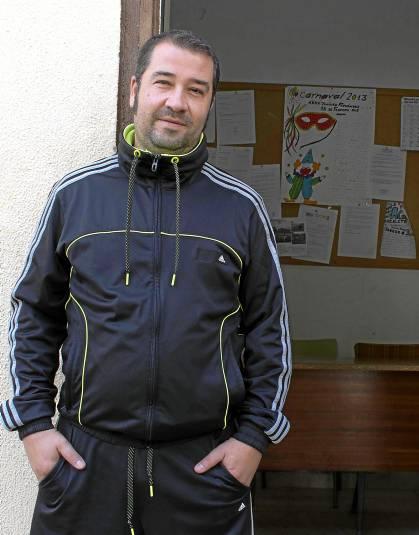 Juan Carlos Hurtado, portavoz vecinal de la asociación Jiménez Fernández de la plaza El Alquimista. / Manu R.R. (Atese)