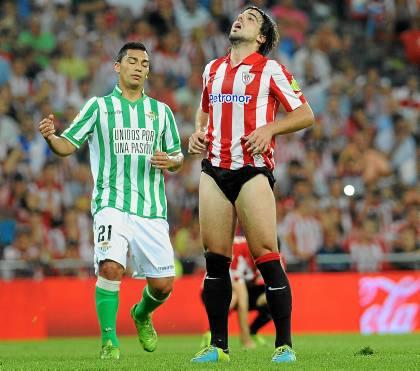 Beñat y Lolo Reyes, en el Athletic-Betis liguero de esta temporada / Juan Echeverria