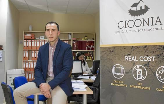 Juan José Sánchez está al frente de Ciconia, que tiene sus oficinas en Torneo Parque Empresarial. / MANU R. R. (ATESE)