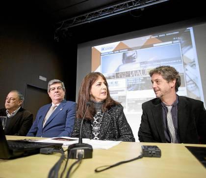 Fernández, entre el director de la OBS, Ventura Rico, J. A. Vázquez, de Fundación Fundomar, y Rafael Ortiz. / Pepo Herrera