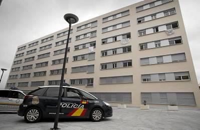 Los pisos están cercados por la Policía desde hace días. / Pepo Herrera