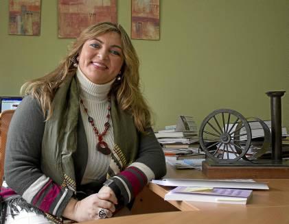 Beatriz Carrillo en la sede de Fakali, asociación que preside desde hace ya más de una década.