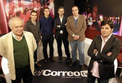 El Descuento se estrena hoy con Pepe Elías, Antonio Viola y la redacción de Deportes de El Correo.   / Rodríguez Aparicio