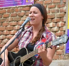 La cantautora Lucía Sócam, durante una actuación.