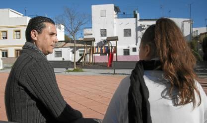 Marco, con su hija Ainhoa, que fue atropellada cuando estaba con sus tíos en el Charco de la Pava. / J.M.Paisano