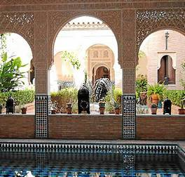 Uno de los patios de la 'pequeña Alhambra' de Paradas.