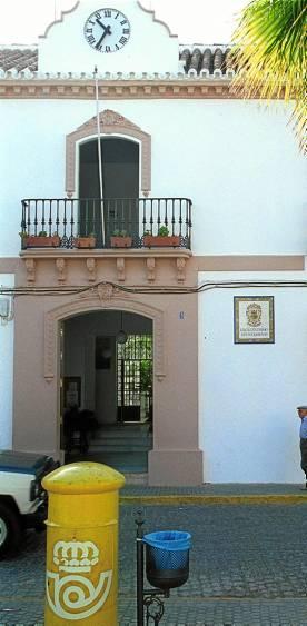Fachada del Ayuntamiento de El Coronil.