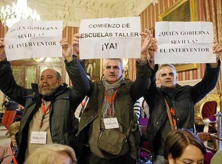 Varios dirigentes sindicales protestan por el retraso en el comienzo de las escuelas taller. / Pepo Herrera