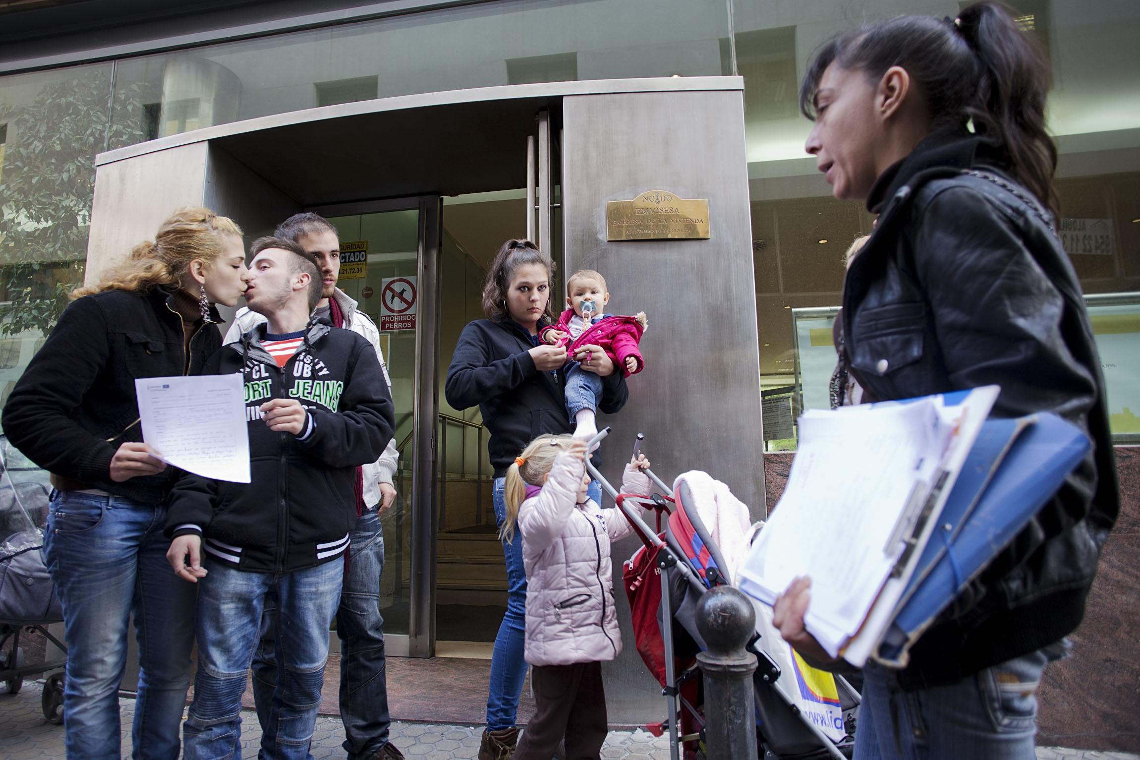 Sevilla 22/01/2014 Las familias que ocuparon los pisos de Nuevo Amate