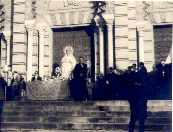 La Virgen de La Paz en la Plaza de América en 1965.