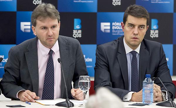 El alcalde de Burgos, Javier Lacalle (i), acompañado por el vicealcalde, Ángel Ibáñez. / EFE