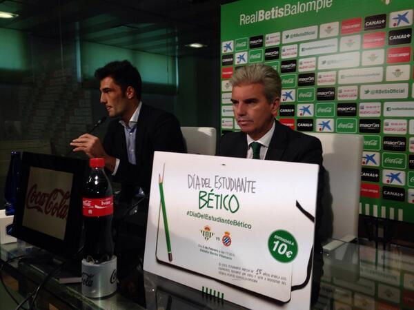 Miguel Guillén, hoy junto a Adán en su presentación / Real Betis