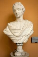 Busto clásico donado por los duques de Montpensier