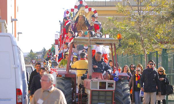 Las carrozas de Bellavista salen de la calle Ermita de Valme.