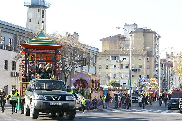 Nueve carrozas del Ateneo se desplazan hoy hasta el Polígono Sur para dar brillo a la cabalgata del distrito.