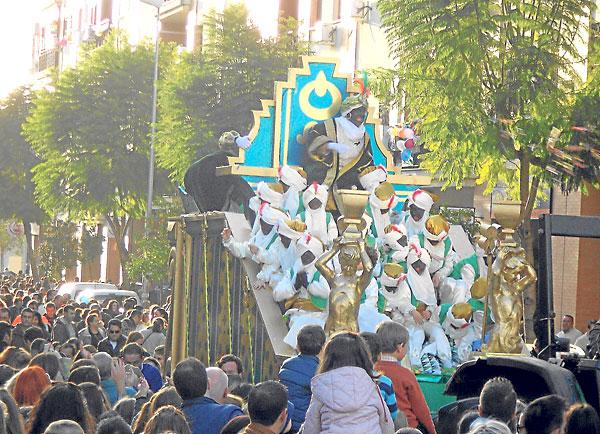 El rey Baltasar, en Alcalá de Guadaíra, fue el que creó más expectación entre los niños.