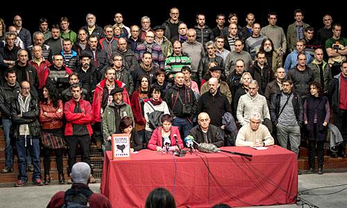 """EXCARCELADOS DE ETA PIDEN """"EL DERECHO A DECIDIR"""" PARA SOLUCIONAR EL CONFLICTO"""