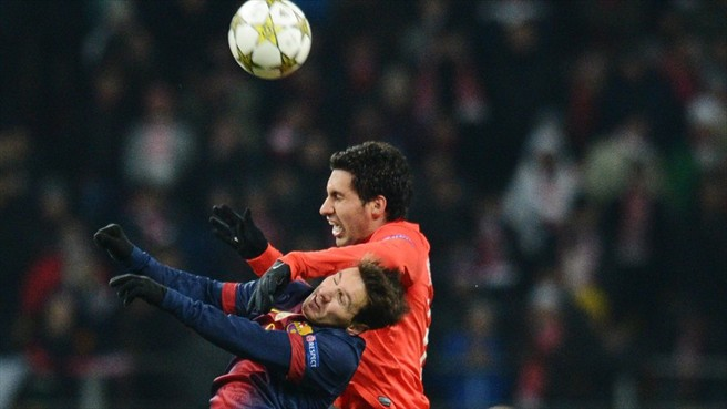 Insaurralde, luchando con Messi (El Correo).