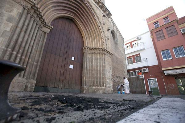 Incendio en la iglesia de Santa Marina. / J.M.Espino (Atese)
