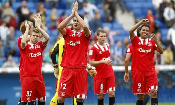 Los jugadores del Sevilla, a por todas en Elche (Kiko Hurtado / Marcamedia)