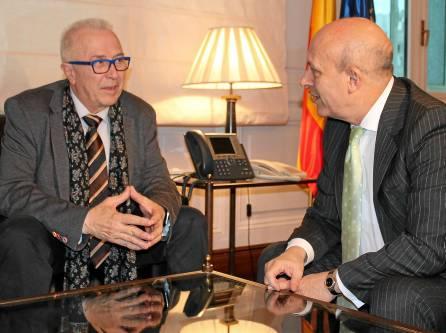 El consejero de Economía, José Sánchez Maldonado, con el ministro de Educación, José Ignacio Wert, ayer en Madrid.