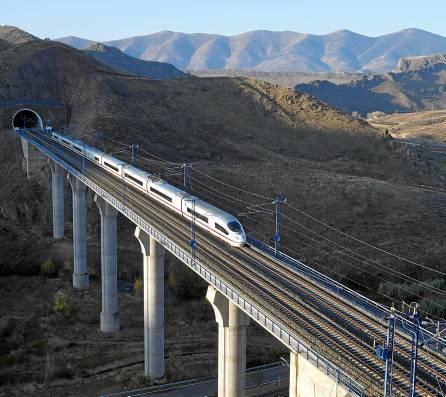 Sevilla tendrá que esperar varios años para contar con una conexión con Granada vía AVE. / EFE