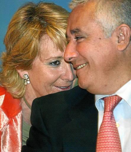 Esperanza Aguirre y Javier Arenas conversan en una imagen de archivo. / EFE