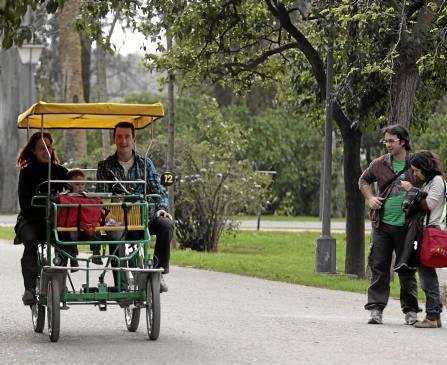 La empresa que se instalará en el paseo Catalina de Ribera ofrecerá un servicio como el del parque de María Luisa.