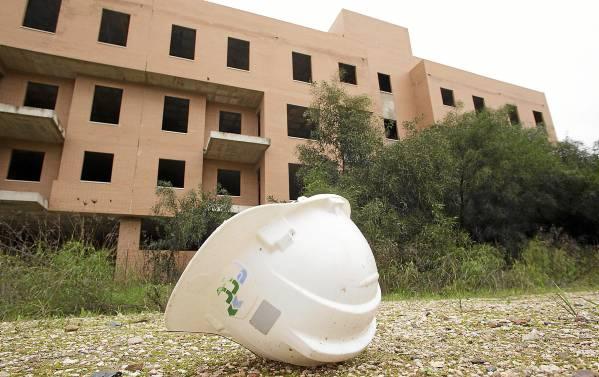El sector de la construcción acumula la mitad de los parados andaluces y no levanta cabeza desde que estalló la crisis en 2007. / Pepo Herrera