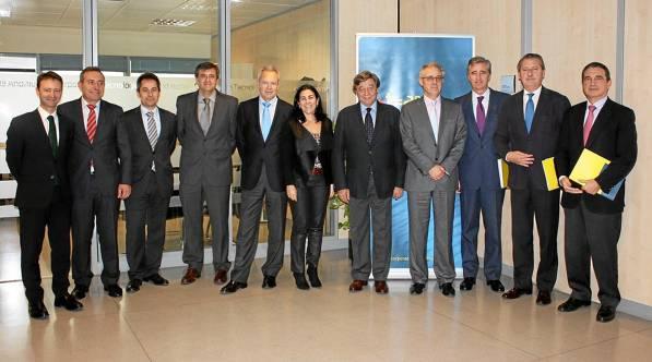 Imagen del Comité Ejecutivo de Corporación Tecnológica de Andalucía, encabezado por su presidente (quinto por la izquierda) y celebrado ayer en Sevilla. / EL CORREO