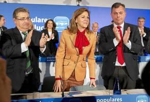 Zoido, Dolores de Cospedal y José Luis Sanz, en la junta directiva del PP-A. / Pepo Herrera